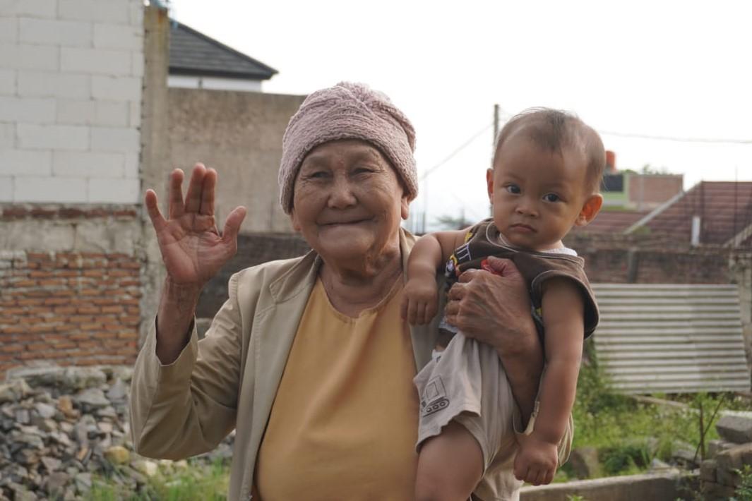 Usai Tinggal di Balai Lansia Bekasi: Nenek Kusmiati Lebih Bahagia Tinggal Bersama Keluarga