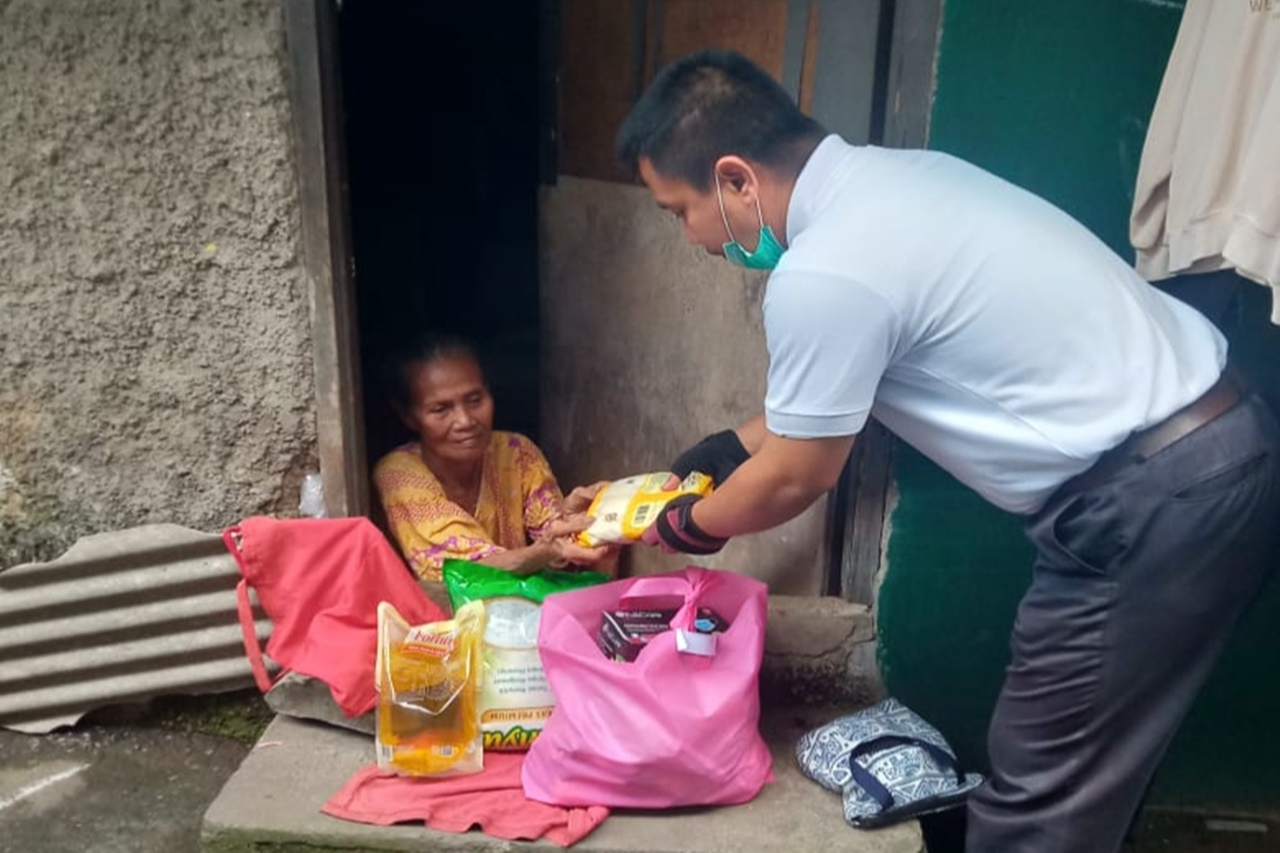 "Sambut HLUN 2021, Balai Karya ""Mulya Jaya"" Berikan Bantuan ATENSI bagi Para Lansia"