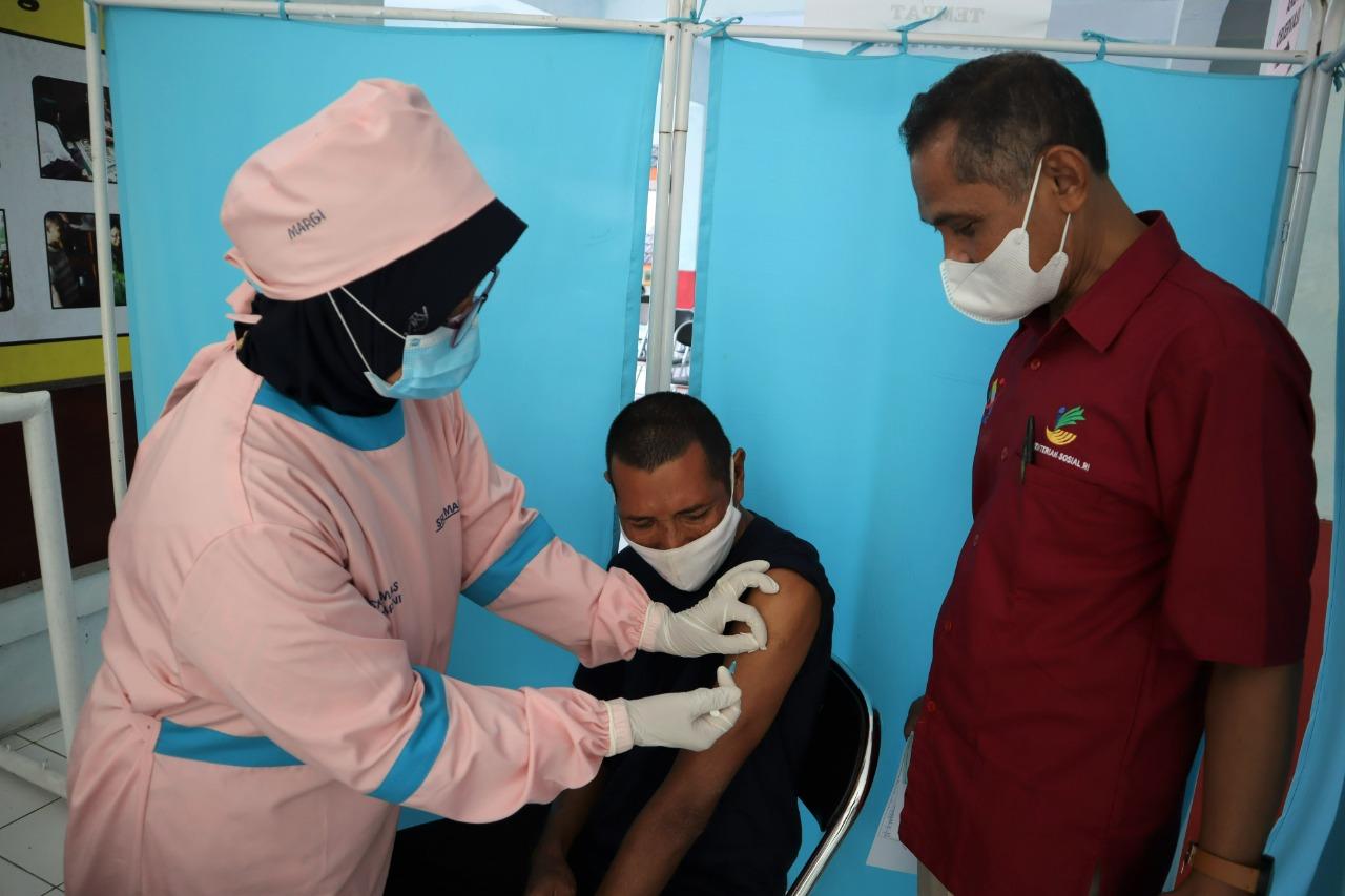 Penyandang Disabilitas PM Balai Besar Kartini Jalani Vaksinasi Covid-19