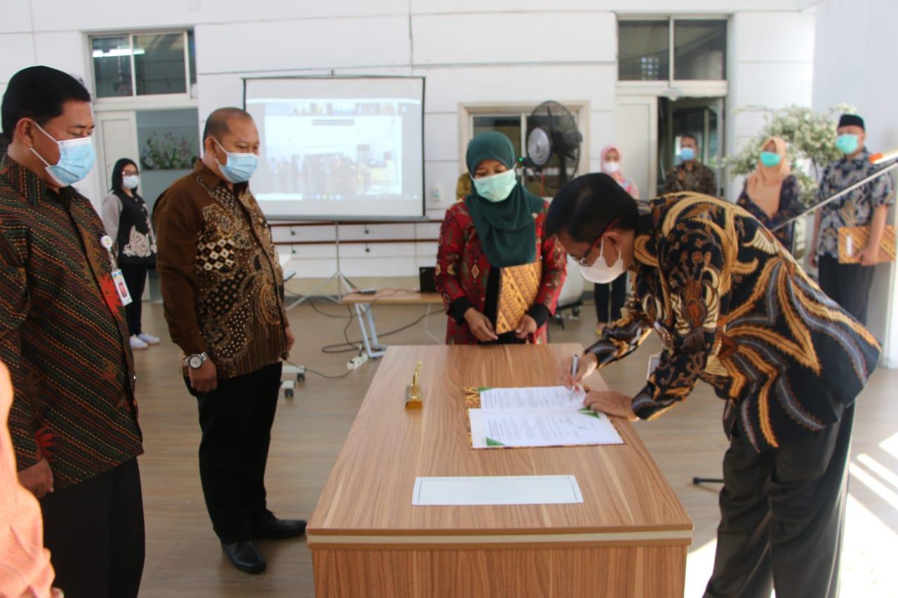 Serah Terima Jabatan Pejabat Administrasi dan Pengawas di Lingkungan Ditjen Rehsos