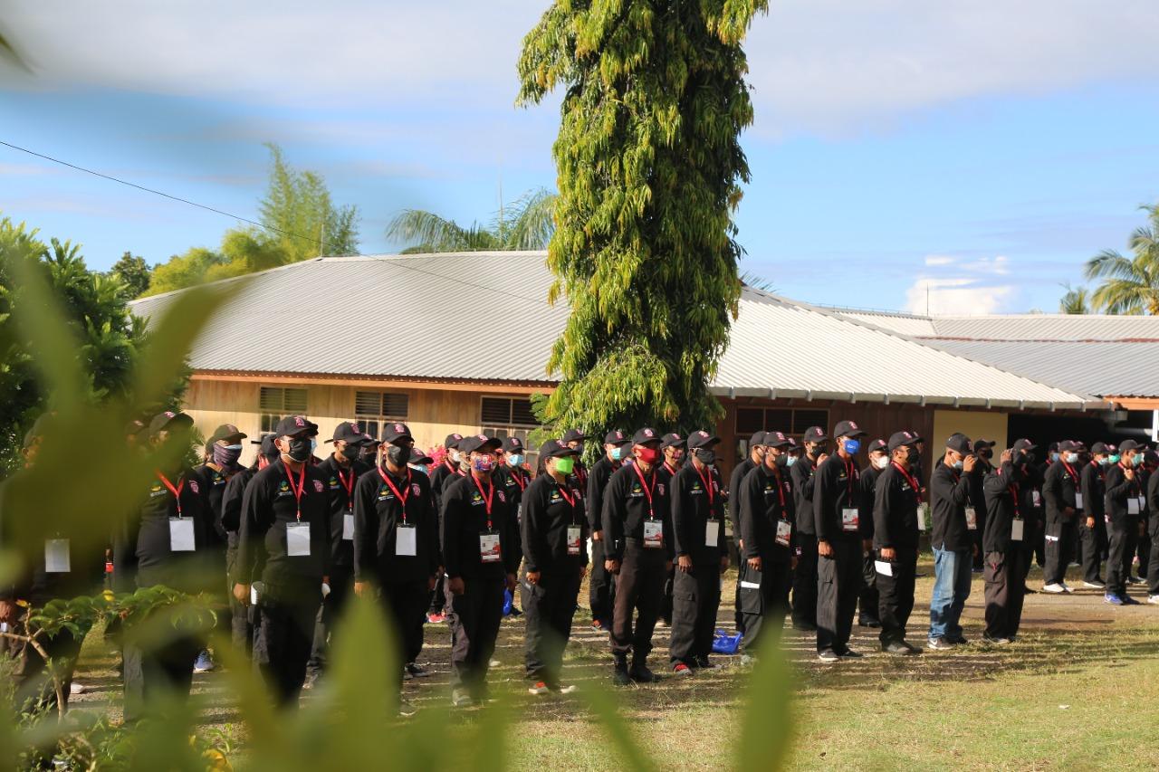Personel TNI Latih Kedisiplinan Tagana NTT