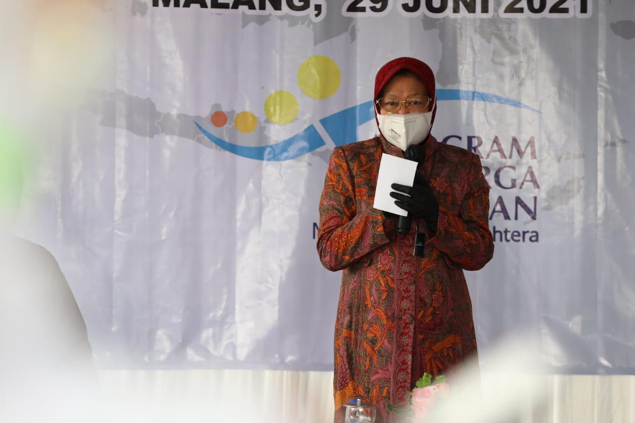 Mensos Serahkan KKS di Kabupaten Malang