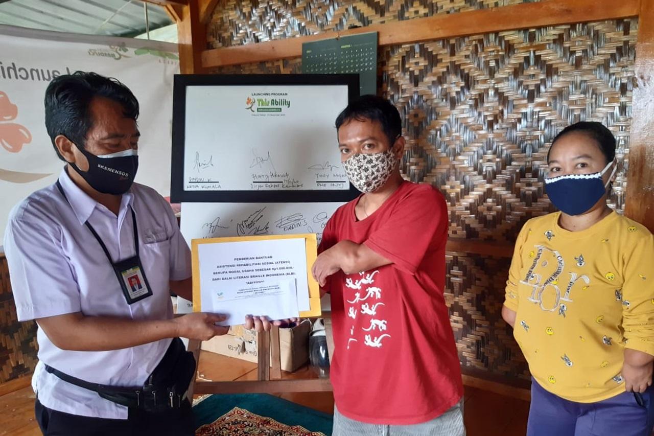 """Dukung Semangat Penyandang Disabilitas, BLBI """"Abiyoso"""" Salurkan Bantuan ATENSI untuk Modal Usaha"""