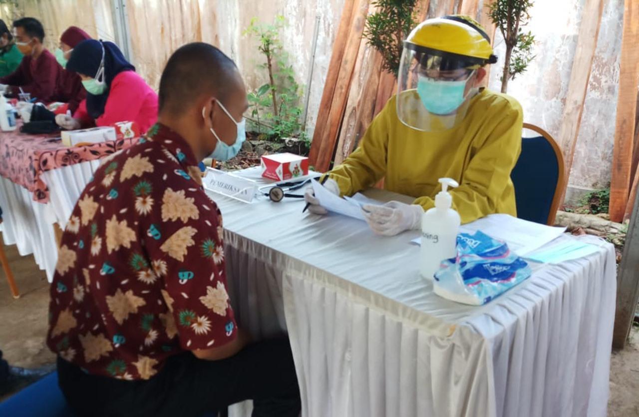 Cegah Penyebaran COVID-19, Residen Galih Pakuan Ikuti Program Vaksin