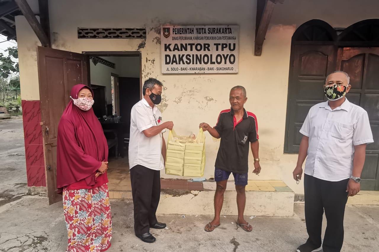 """Dapur Umum Balai Besar """"Prof. Dr. Soeharso"""" Bagikan Makanan Siap Saji Saat PPKM Darurat"""