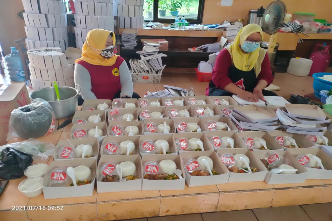 Balai Besar Soeharso Salurkan Makanan Siap Saji, Bantu Warga Isoman