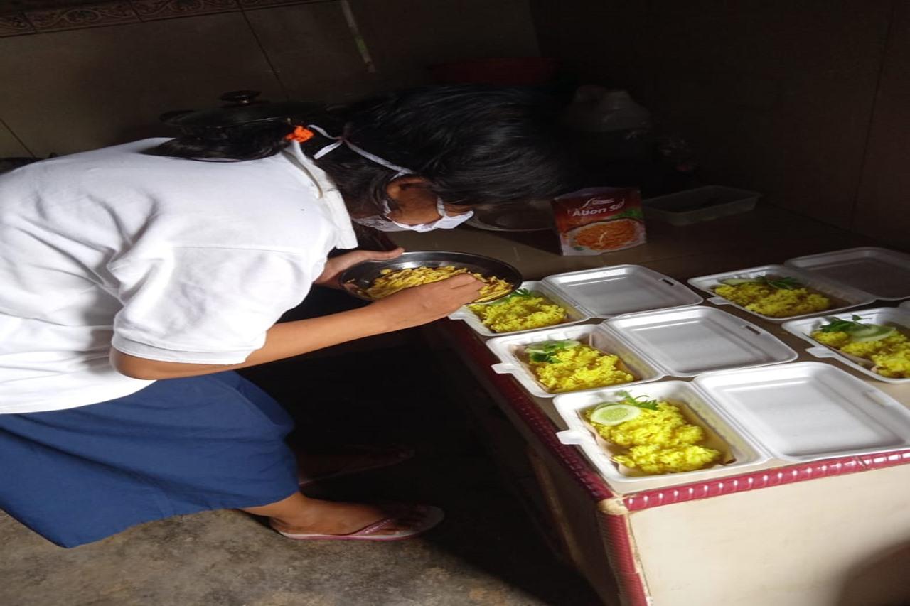 Dua Bersaudara Eks Penerima Manfaat Balai Margo Laras Banjir Pesanan Nasi Bungkus