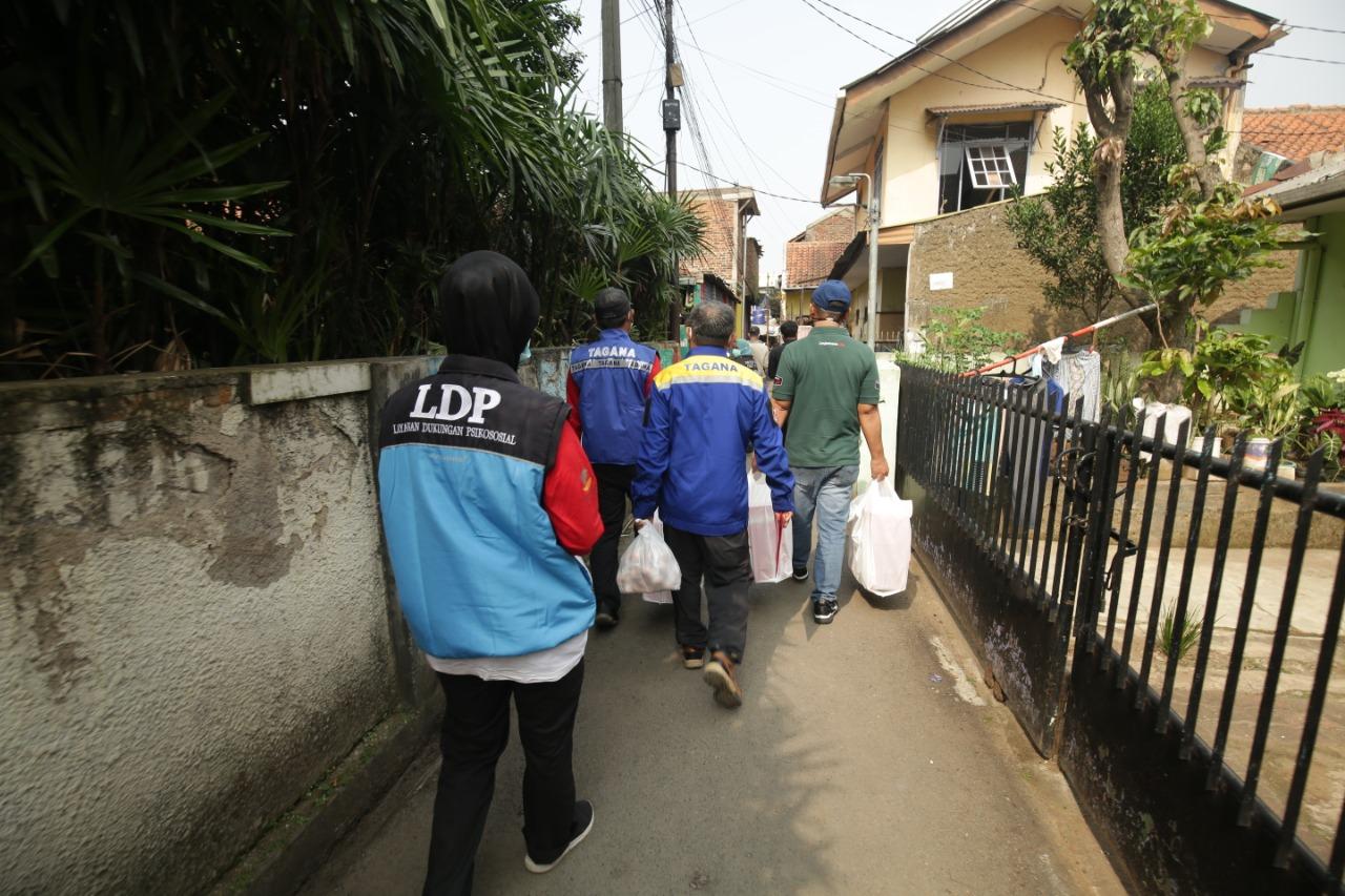 "BRSPDSN ""Wyata Guna"" Bandung Rutin Salurkan Makanan ke Rumah-rumah Warga Isoman"