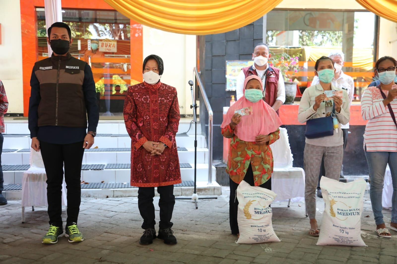 Mensos Risma Pantau Penyaluran BST di Tuban