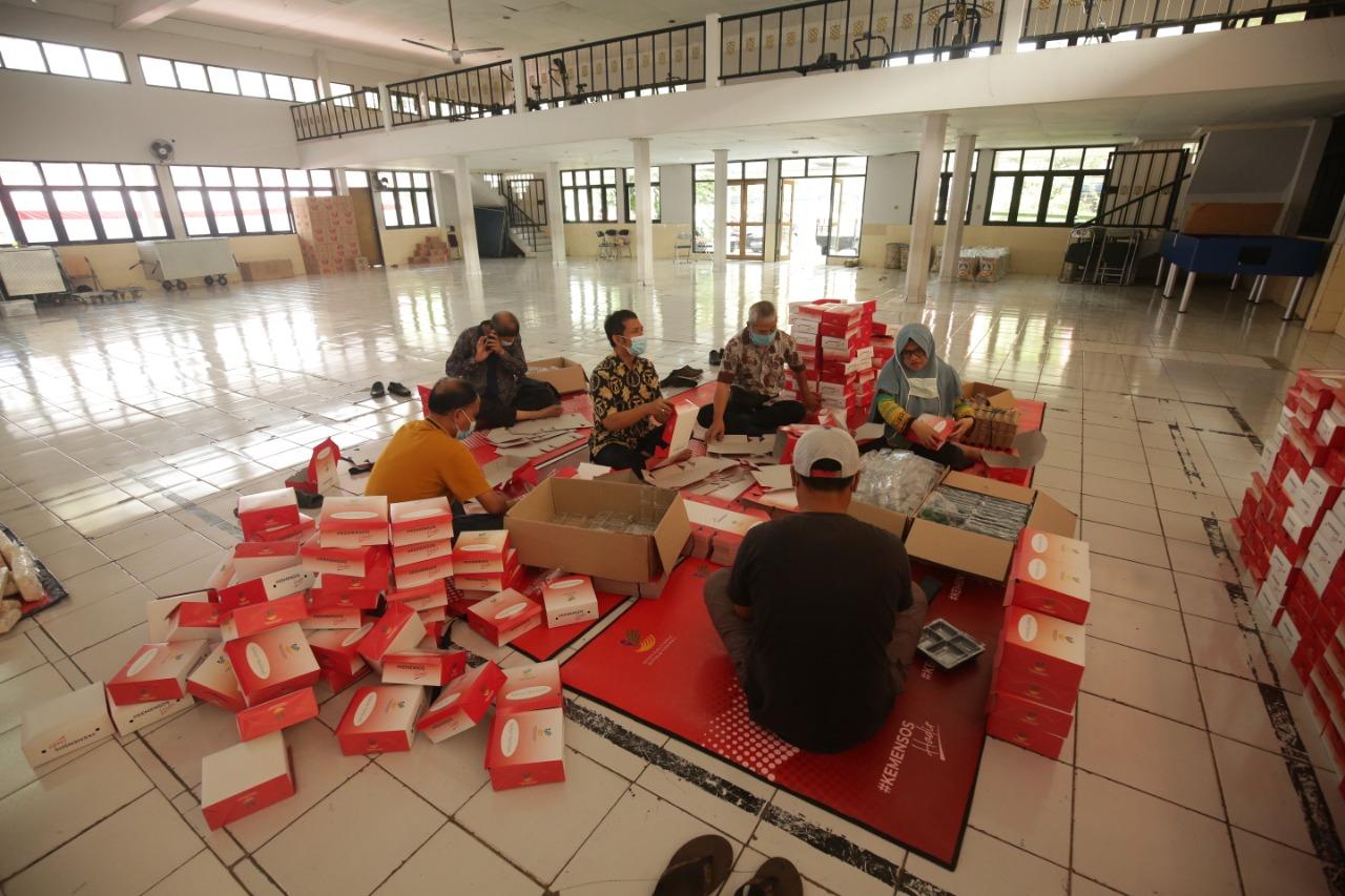 """Proses Masak, Kemas, Sampai Distribusi Makanan Siap Saji dari Dapur Umum di BRSPDSN """"Wyata Guna"""" Bandung"""