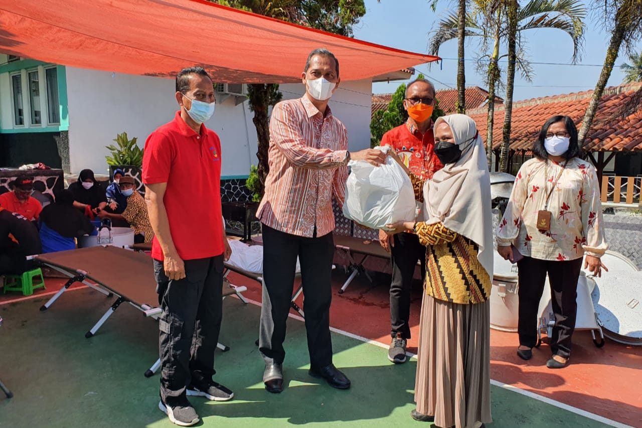 MoSA Provides Social Support for Health Workers and PPKM Security Officers in Sukabumi