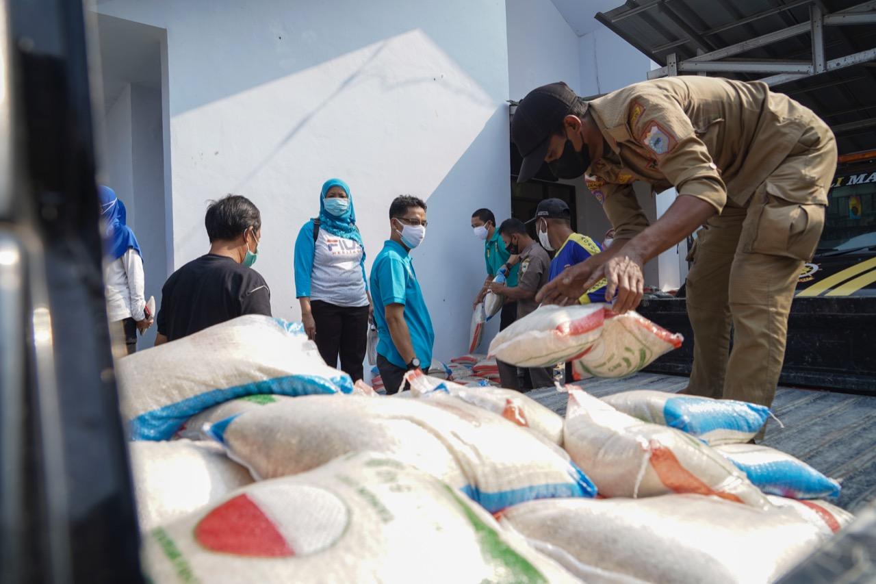 3.000 Paket Beras Mulai Disalurkan di Pandeglang, Banyak Warga Terbantu