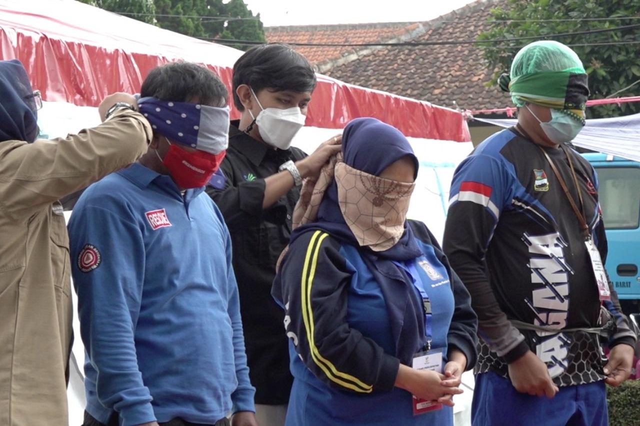 "Lomba Lipat Kardus Makanan Siap Saji antara Penerima Manfaat BRSPDSN ""Wyata Guna"" Bandung dan Tagana"