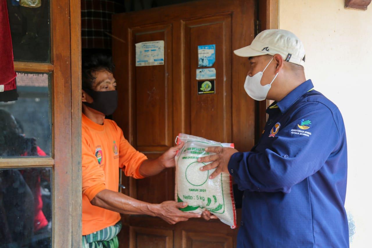 Buruh Cuci, Pedagang Es, Sampai Pedagang Sayur Bahagia Jadi Bagian dari 3.000 Penerima Bantuan Beras di Bogor