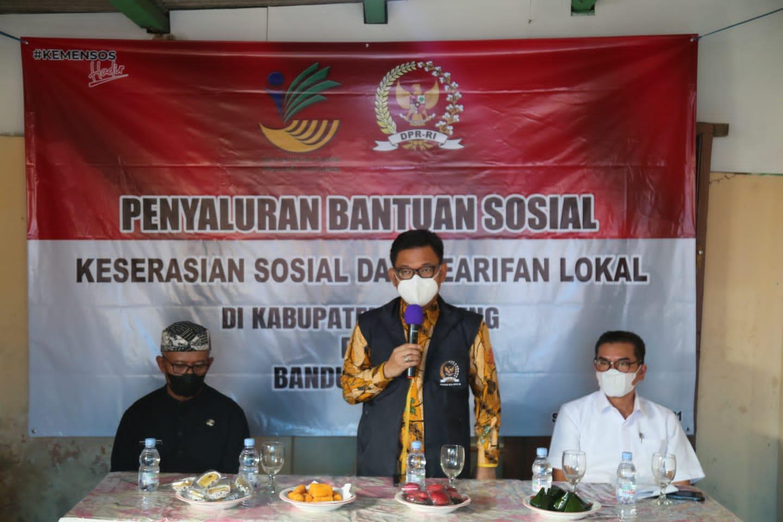 Penyaluran Bantuan Sosial untuk Program Keserasian Sosial dan Kearifan Lokal di Kabupaten Bandung dan Bandung Barat