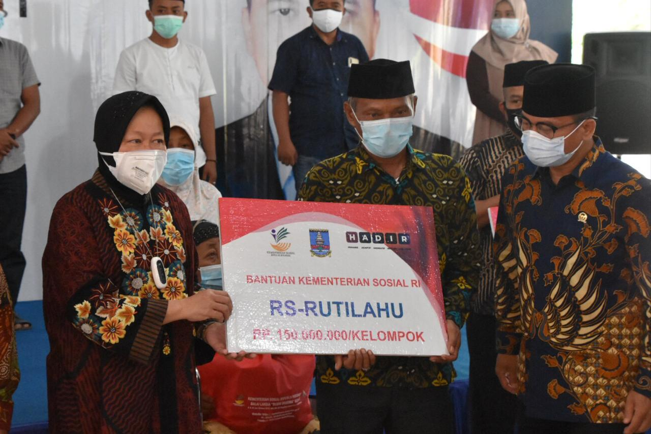 Kementerian Sosial Serahkan Bantuan RS-Rutilahu di Provinsi Banten