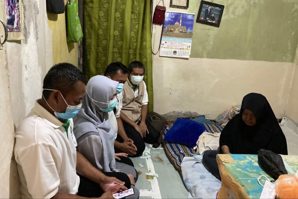Dampingi Korban Meninggal Lift Jatuh Margocity, Kemensos Berikan Bantuan Sembako