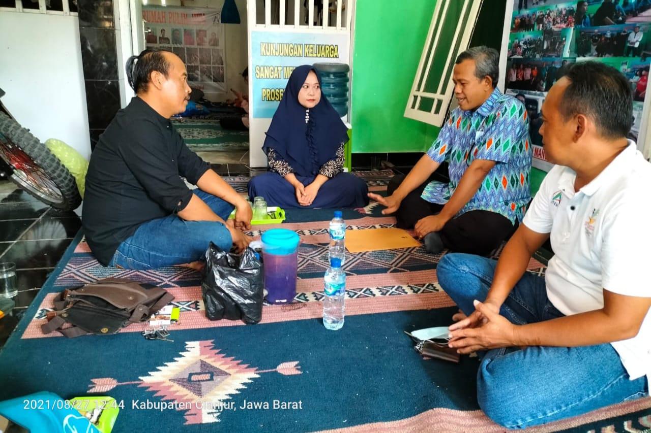 Kemensos Berikan Bantuan ATENSI kepada PDM yang Pernah Dipasung 20 Tahun di Cianjur