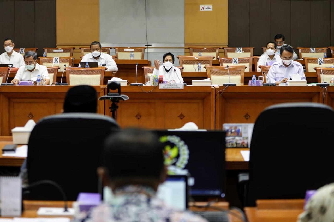 "Rapat Kerja Kemensos dan Komisi VIII DPR RI Bahas ""Refocusing"" Anggaran"