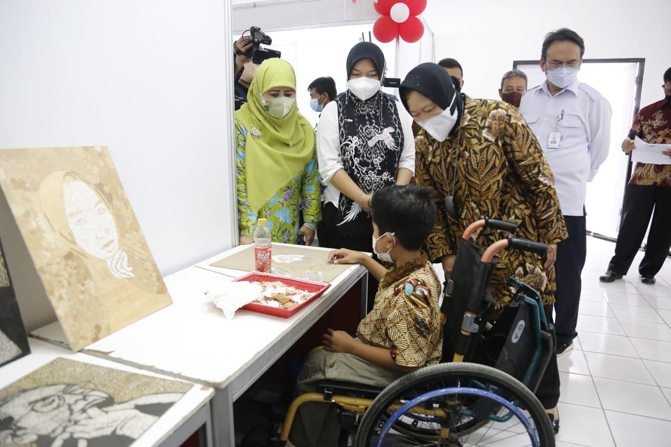 Perluas Pemberdayaan Penyandang Disabilitas di Indonesia, Mensos Resmikan Sentra Kreasi di Surakarta