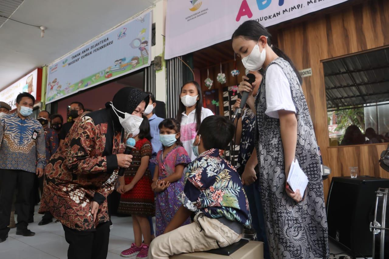 "Peresmian SKA Balai ""Rumbai"" dan Pemberian Bantuan bagi Masyarakat"
