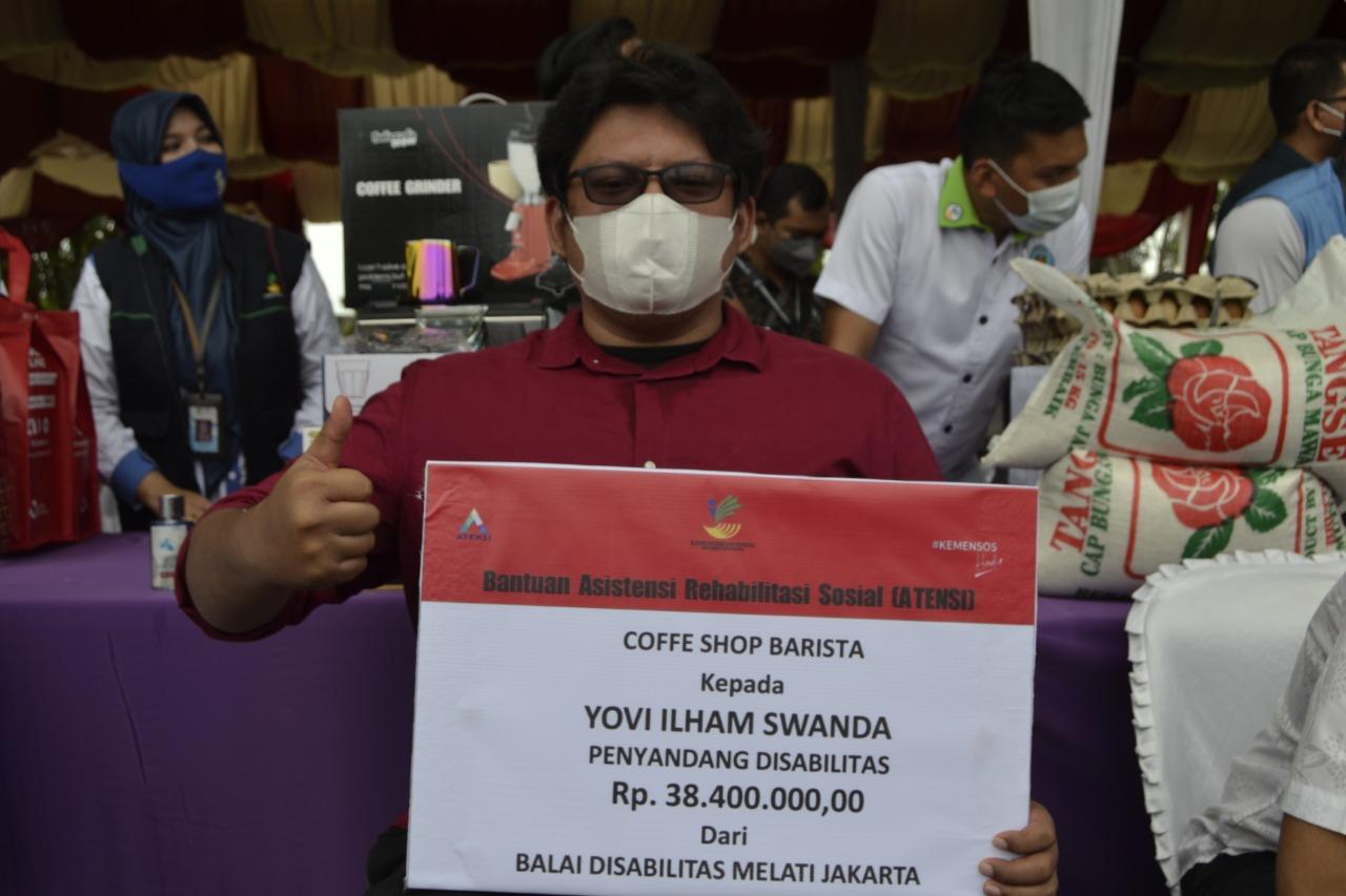 Mensos Serahkan Bantuan ATENSI dan proKUS di Aceh Besar