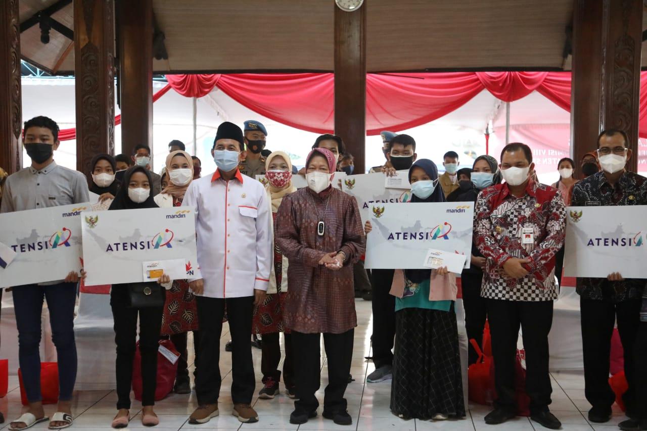 Kemensos Serahkan Berbagai Bantuan Sosial di Semarang