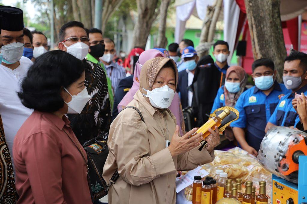 Mensos Nge-Vlog Promosikan Madu Hasil Karang Taruna Aceh