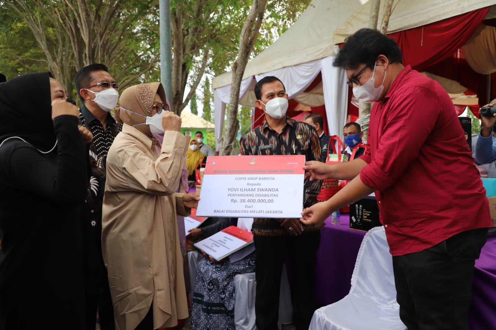 Penyaluran Bantuan ProKUS di LRSAMPK Darussa'adah Aceh