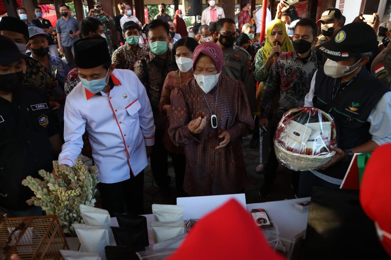 Mensos Kunjungi Kabupaten Semarang Salurkan Bantuan