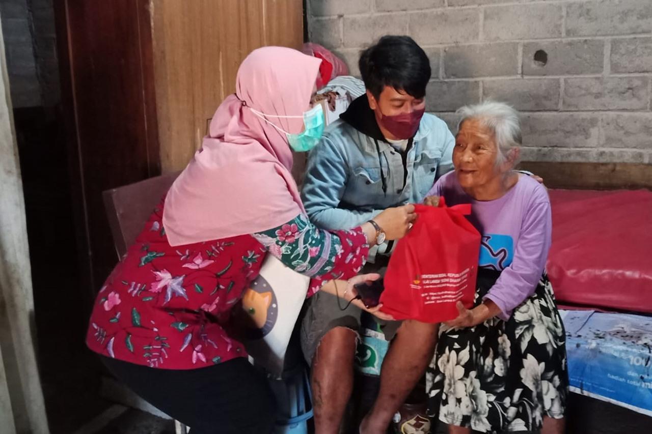 Kementerian Sosial Salurkan Bantuan ATENSI Berbasis Keluarga di Kabupaten Semarang