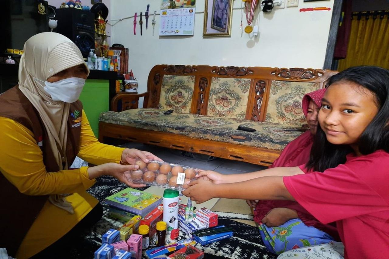 Kementerian Sosial Memberikan Bantuan ATENSI Kepada Anak dalam Situasi Darurat di Tangerang Selatan