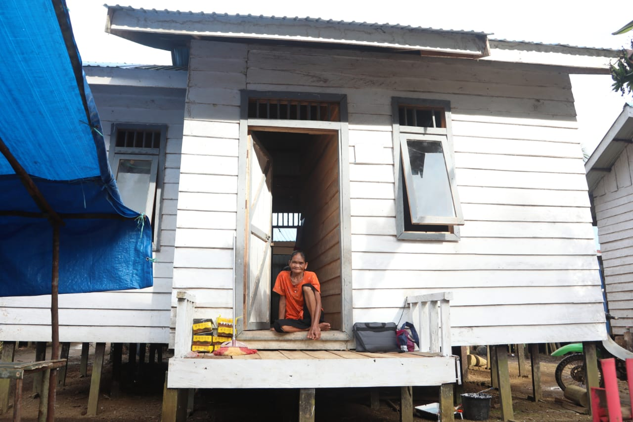 Pastikan Negara Hadir, Mensos Segera Tingkatkan Kualitas Prasarana Dasar Suku Dayak Meratus