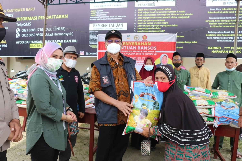 200 Keluarga Warga Desa Selemak, Hamparan Perak Terima Bantuan ATENSI.