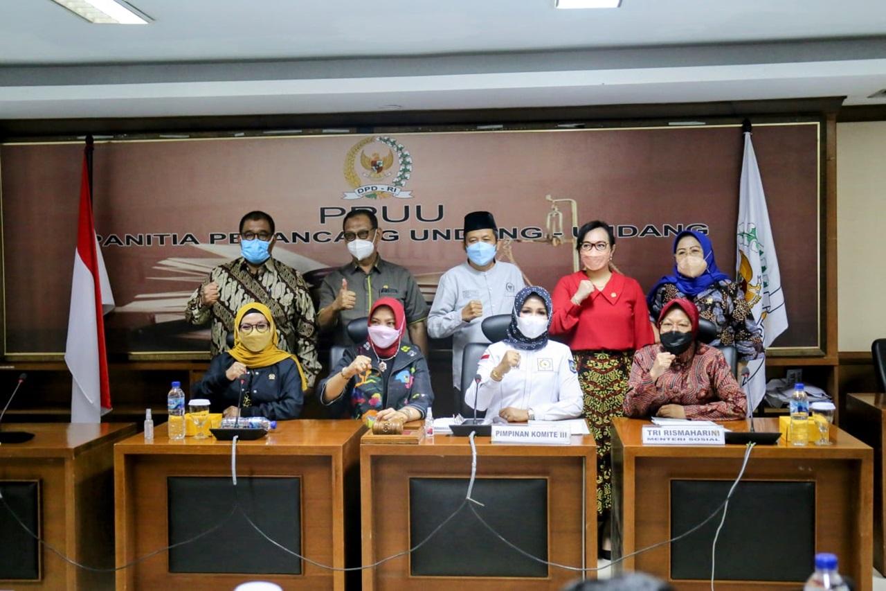 Rapat Kerja Kemensos dan Komisi III DPD RI