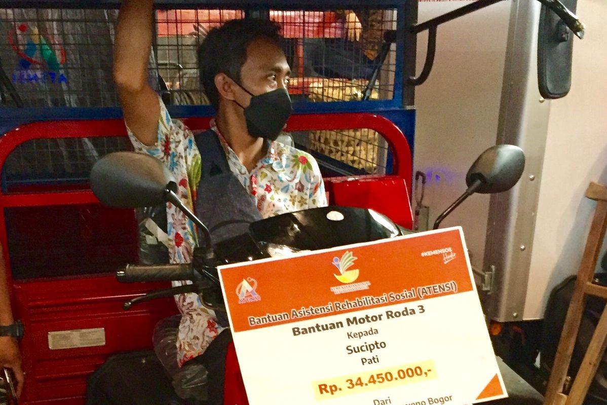 Terima Bantuan Motor Roda Tiga Dari Kemensos, Sucipto: Alhamdulillah Untuk Lancarkan Pekerjaan Saya