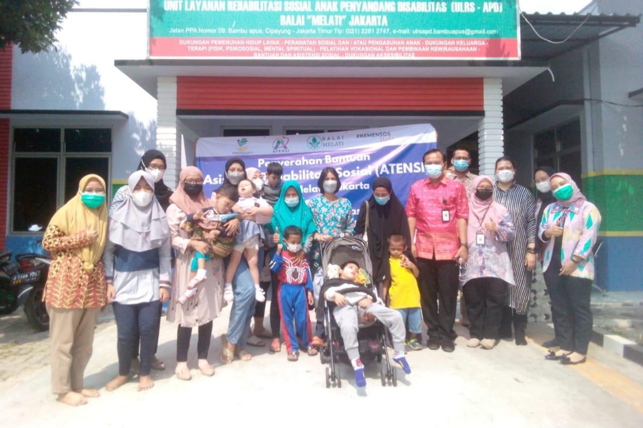 Kemensos Salurkan Bantuan ATENSI bagi 46 Anak Penyandang Disabilitas