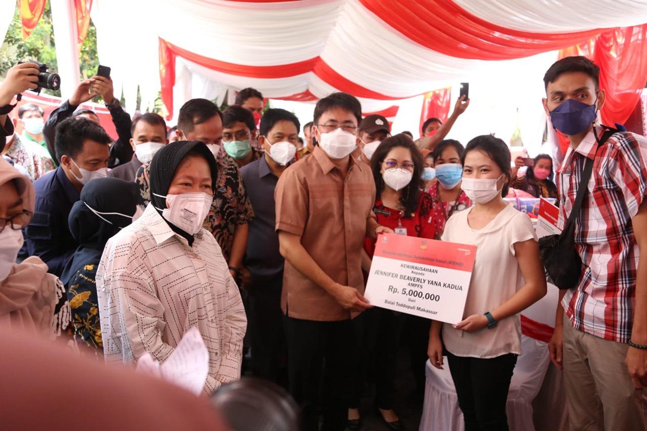 Kegiatan Pemadanan Data PKH, BST, dan BPNT dan Penyerahan Berbagai Bantuan Kemensos di Manado