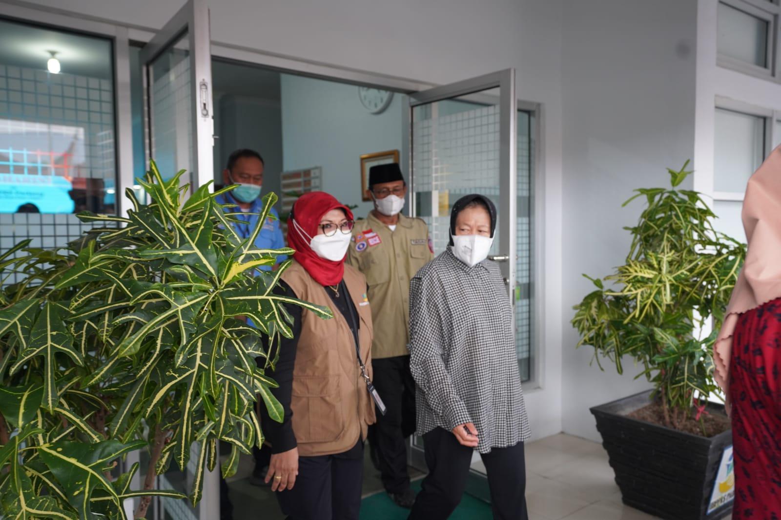 Mensos Titipkan Keluarga Korban Bencana Ke Balai Diklat Padang