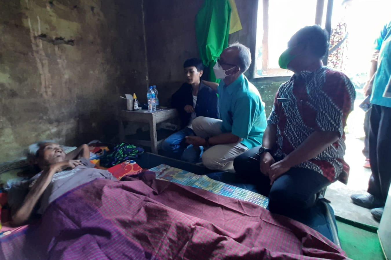 ATENSI Kementerian Sosial Untuk Kakek Nemi di Sukabumi