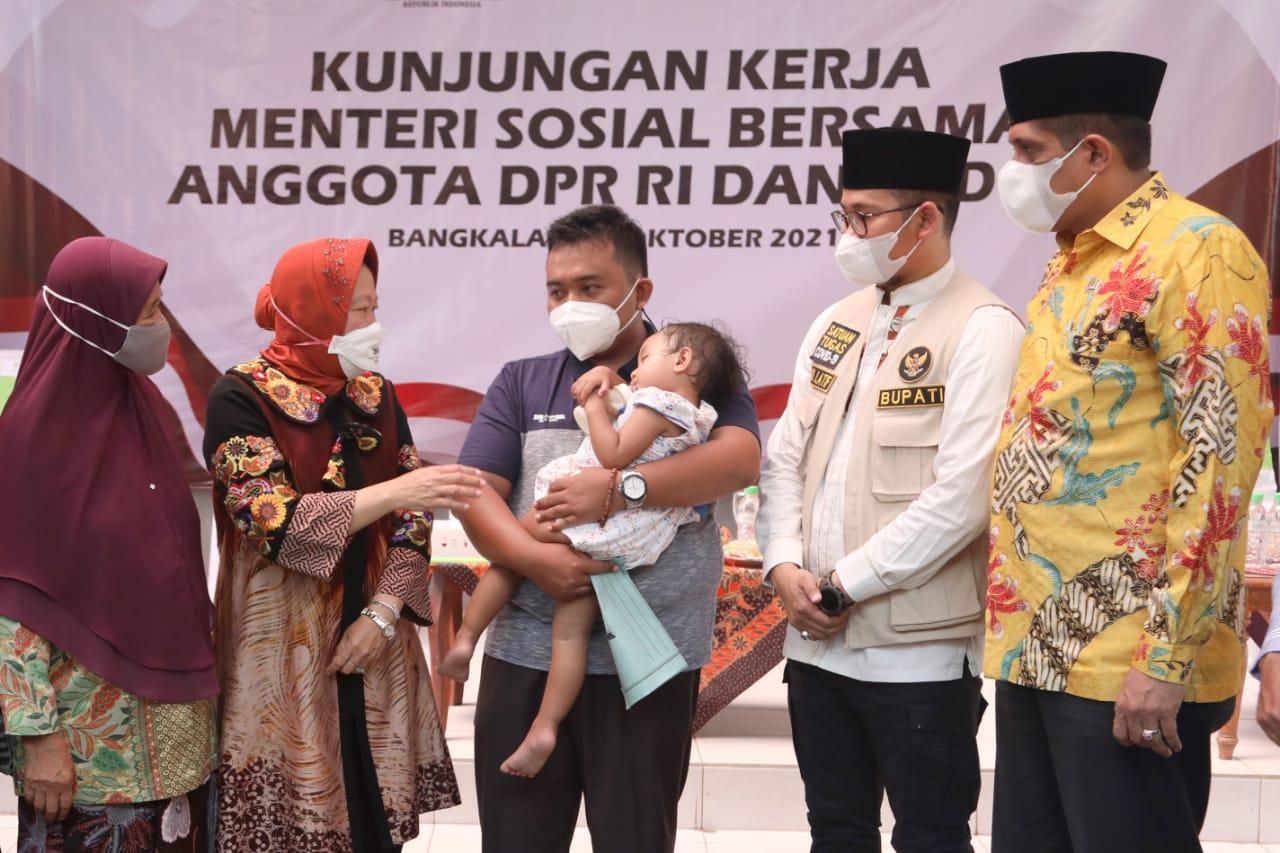 Disambut Antusias Warga Madura, Mensos Nyatakan Kehadirannya atas Instruksi Presiden Mengakselerasi Vaksinasi di Bangkalan