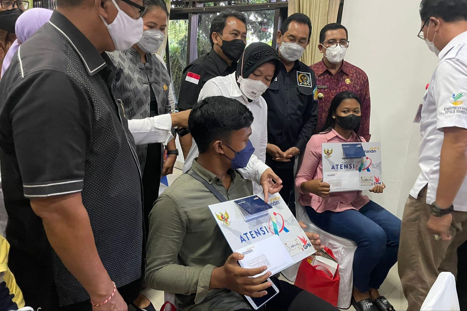 Jangkau 1600-an Penerima Manfaat, Mensos Salurkan Bantuan Senilai Lebih 1 Miliar untuk Warga Bali