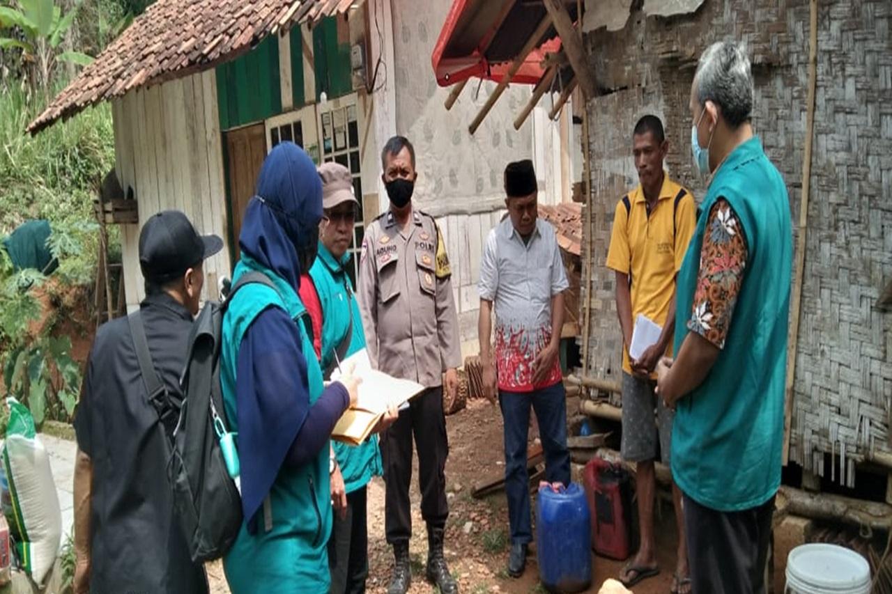 Kementerian Sosial Kunjungi SY, Warga Sukabumi yang Tinggal di Gubuk