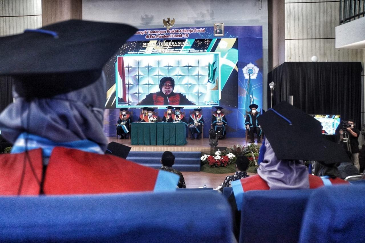 Pesan Mensos kepada Lulusan Poltekesos Bandung